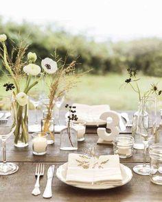 déco de table champêtre romantique en anémones et renoncules blanches et fleurs séchées