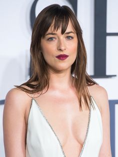 Dakota Johnson's Dark Berry Lips At The Fifty Shades Of Grey Premiere Look So Pretty, You Won't Even Notice Her Cleavage