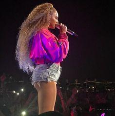 Beyoncé Beychella Weekend Two April 2018 Queen B Beyonce, Beyonce Coachella, Beyonce Knowles, Beautiful Black Women, Cute Hairstyles, Homecoming, Curly Hair Styles, Hollywood, Celebs