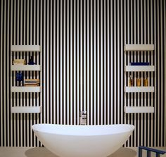 Vertical stripes are modern interior design trends Interior Design Color Schemes, Modern Interior Design, Design Trends, Striped Accent Walls, Accent Wall Designs, Home Staging Tips, Small Room Decor, Small Apartment Decorating, Striped Wallpaper