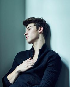 Shawn so very young and innocent....but cute and HOT !!