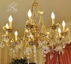 Christmas Chandelier ;) http://lovelylivings.com/2014/12/24/have-yourself-a-merry-little-christmas/