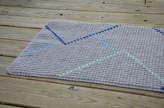 Jeg har lavet en vejledning til hvordan man laver de hårde farveskift lige her Tæppet er 35×60 cm og har har 38 x 68 bobler Jeg ville meget gerne have linket til en video, som jeg har brugt en del, men tror desværre at den er blevet slettet. Jeg har brugt over en time på at …