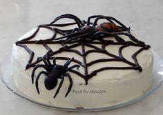 Τούρτα ιστός αράχνης http://laxtaristessyntages.blogspot.gr/2014/12/tourta-istos-araxnis.html