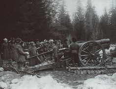 """3rd Battery of the 4th Heavy Artillery Battalion """"M"""" in position near the manor at Dubki, Sestroretsk during the Kronstadt uprising, 1921."""