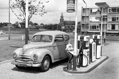 images about Oud Zoetermeer Old School Pictures, Old Pictures, Rotterdam, Pompe A Essence, Old Gas Pumps, Vietnam, Gas Service, Old Garage, Old Gas Stations