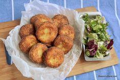 Chiftele de cartofi cu branza reteta simpla savori urbane Tapas, Romanian Food, Romanian Recipes, Side Dishes, Muffin, Good Food, Food And Drink, Pizza, Potatoes