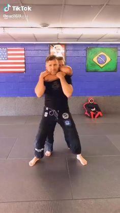 Self Defense Moves, Self Defense Martial Arts, Martial Arts Techniques, Self Defense Techniques, Martial Arts Videos, Gym Workout Videos, Kickboxing Workout, Martial Arts Workout, Martial Arts Training