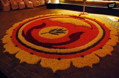 The grand Pookalam (Floral Carpet) which is an integral part of Kerala's Onam Celebrations! Rangoli Designs Flower, Rangoli Ideas, Rangoli Designs Diwali, Diwali Rangoli, Flower Rangoli, Kolam Designs, Flower Designs, Diwali Decorations At Home, Flower Decorations