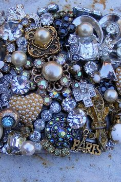 so pretty.      (KO) Gorgeous buttons!  Sparkly buttons, colorful buttons, rare buttons! I love them all.