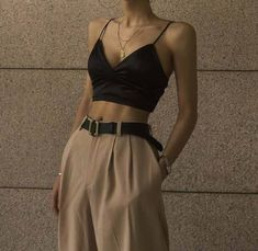 fashion inspo Top 10 Womens Fashion Style Trends for Summer 2019 Trend Fashion, Look Fashion, Korean Fashion, Womens Fashion, Fashion Clothes, Fashion Ideas, High Fashion Outfits, Fashion Belts, Fashion Pics