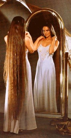 Beautiful hair...I would love to grow my hair at least this long if not longer.