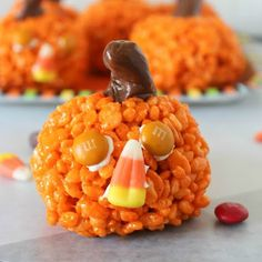 Need an edible craft to make with your child? Mix up a batch of rice krispy treats and have a blast making these adorable pumpkins!