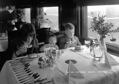 Young travellers on the North Coast Limited enjoying a fine meal in the 1910 Northern Pacific Dining Car.