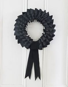 Home Confetti: Craft Test: Country Living Paper Wreath