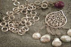 Nadia Dajani - Arabic Calligraphy Jewellery