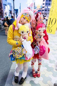 https://flic.kr/p/mJkjXd   Harajuku Decora   Japanese decora Creamy Sauce *(& Mepura on the right) with colorful fashion & a Kuroko no Basuke doll on the street in Harajuku.