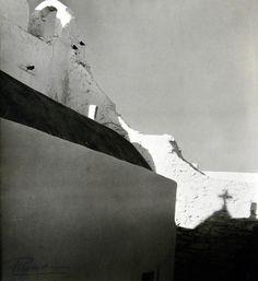 Βούλα Θ. Παπαϊωάννου, 1950-55, Μύκονος άποψη Παραπορτιανής. Myconos, Black And White, Abstract, Artwork, Photographers, Summary, Blanco Y Negro, Work Of Art, Black White