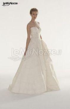 http://www.lemienozze.it/gallerie/foto-abiti-da-sposa/img29344.html  Abito da sposa in organza con spalle ricoperte da tulle illusione