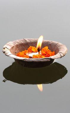 Offering at Varanasi, India Varanasi, Bollywood Stars, Wabi Sabi, Ayurveda, Taj Mahal, Mother India, Amazing India, India Colors, India Travel