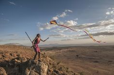 A Maasai Warrior flies a kite for the first time over the Rift Valley, Kenya. People Around The World, Around The Worlds, Rhino Africa, Warriors Pictures, Rift Valley, Out Of Africa, Kite, Kenya, Documentaries