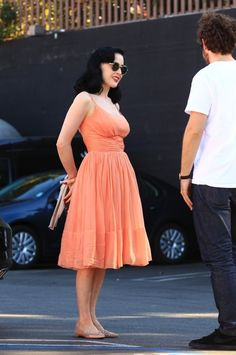 Les Beehive – Unintentional Art in Celebrity Candids Check out the over 60 pictures from the Unintentional Art in Celebrity Candids tag!
