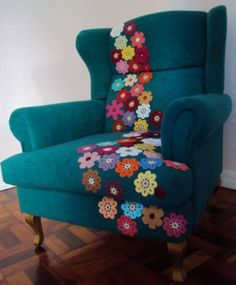 Crafty finds for your inspiration! No 8 is part of Crochet home decor - Once again, here is collection of my favorite crafty finds! Funky Furniture, Shabby Chic Furniture, Furniture Projects, Furniture Makeover, Painted Furniture, Couch Repair, Crochet Home Decor, Crochet Decoration, Yarn Bombing