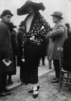 jeannepompadour: Woman wearing a Jeanne Lanvin outfit, 1923