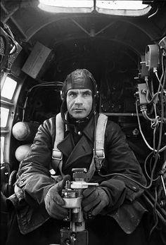 http://i53.photobucket.com/albums/g64/PoorOldSpike/sub4/Russ-bombaimer.jpg Russian airman.