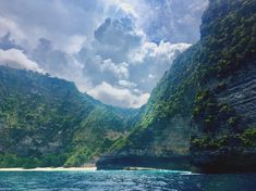 Nusa Penida with its wild rocky shores is a paradise on earth for adventure lovers! 💙We know places that'll take your breath away!…
