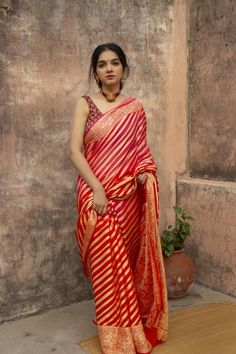 Absolute Graceful Silk Sarees Designs Are Here! Indian Bridal Outfits, Indian Fashion Dresses, Dress Indian Style, Indian Designer Outfits, Saree Fashion, Bollywood Fashion, Indian Fashion Trends, Salwar Designs, Stylish Sarees