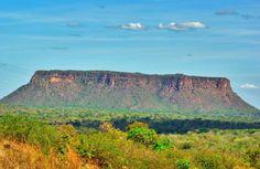 Morro do Chapéu, localizado na Chapada das Mesas, município de Carolina, estado do Maranhão, Brasil. O Parque Nacional da Chapada das Mesas, é um verdadeiro paraíso que surpreende por sua beleza exótica e bem preservada.  Fotografia: Otávio Nogueira.