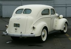 1937 Desoto -- Not sure if this is a business coupe like Maggie's, but it's close.  Aren't the lines great?
