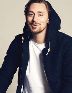JJ Feild ---- Does anyone else think him and Tom Hiddleston look alike??