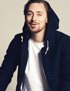 JJ Feild ---- Does anyone else think him and Tom Hiddleston look alike??