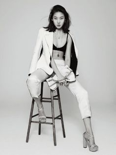 'White on White' Han Hye Jin by Park Ji Hyuk for Marie Claire Korea March 2013 [Editorial] - Fashion Copious Model Poses Photography, Editorial Photography, Asian Photography, Photography Office, Portrait Editorial, Photography Outfits, Glamour Photography, Lifestyle Photography, Photography Timeline