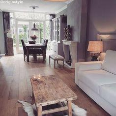 Kijk binnen bij onze eerste top 10 wonen inspiratie gegarandeerd http://hsfy.nl/top10wo1 #woning #stijl #woonkamer #wit #bruin #hout #muur #tafel #vloerkleed #mooi #inspiratie #bank #wonen #top10 #interieur #interieurstyling #binnenkijken @originstyle