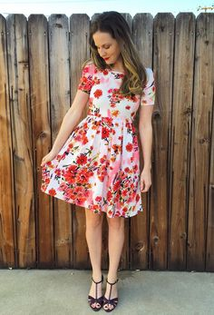 Amelia Lula Outfits, Modest Outfits, Dress Outfits, Dress Clothes, Lularoe Amelia Dress, Lularoe Dresses, Cute Floral Dresses, Beautiful Dresses, Clothing Ideas