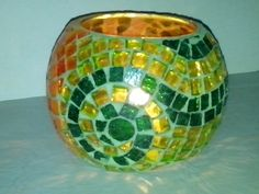 Ideas For Painting Glass Bottles Vase - Mosaics - Vase ideen Mosaic Birdbath, Mosaic Vase, Mosaic Flower Pots, Mosaic Tiles, Painted Glass Bottles, Painted Wine Glasses, Mosaic Crafts, Mosaic Projects, Mosaic Designs