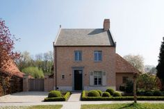 Realization by architect Miranda De Boeck www.mirandadeboeck.be. Image via the magazine Home Sweet Home.