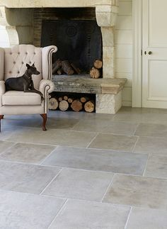 The floor Geneva Provence Limestone. New for A soft grey limestone, hand-finished to recreate the look of a traditional antique stone floor. Stone Tile Flooring, Stone Tiles, Stone Look Tile, Dark Flooring, Luxury Vinyl Tile Flooring, Flagstone Flooring, Tiled Floors, Travertine Floors, Linoleum Flooring