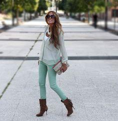 Camisa – shirt – Zara (ss sales)  Pantalón – pant – Pull (new)  Botas – boots – Mango (old)  Bolso – bag – Bimba (ss sales)  Collar – necklace – Blanco (new, limited edition)