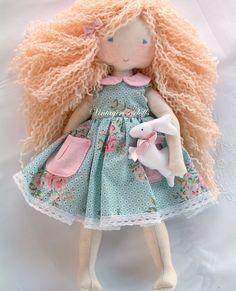 szülinapi ajándékok, szülinapi ajándék kislánynak, játékbaba, játék, baba, puha játék, puha baba, ajándékötletek kislánynak, kislánynak szülinapi ajándék, születésnap, szülinapi ajándék ötletek kislányoknak, szülinapi ajándék kislányoknak, egyedi ajándék kislányoknak New Baby Gifts, Gifts For Girls, Girl Gifts, Felt Dolls, Baby Dolls, Dolls Dolls, Little Babies, Handmade Dolls, Peso De Porta