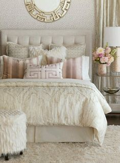 Cozy Creamish Paint and Rug with Luxurious Linen and Queen Size Bed