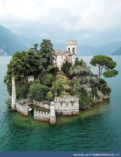5 days in Italy: Best of Italy Tour from Rome - Haus am See/House at the lake - Travel Places Around The World, The Places Youll Go, Places To See, Best Of Italy, Reisen In Europa, Italy Tours, Beautiful Castles, Beautiful Places To Travel, Italy Travel