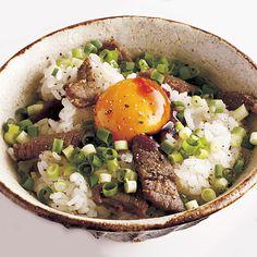 焼き肉卵かけご飯 | つむぎや(金子健一・マツーラユタカ)さんのどんぶりの料理レシピ | プロの簡単料理レシピはレタスクラブネット