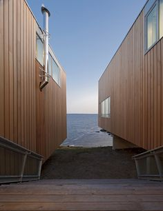 Cantilevered Two Hulls House