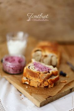 Zimtbrot und Blaubeerbutter - cinnamon swirl bread and blueberry butter <3