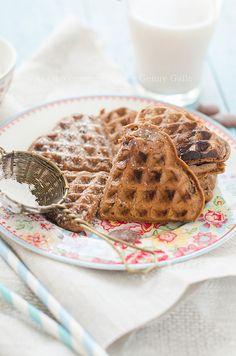 Waffle di segale e cacao senza uova e burro.
