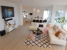 [ FRIDAY ] 🌸 . Wish you all a wonderful day 🌸 . . #fredagsinspo @hanneromhavaas  #hanneromhavaas150k . . . . . . . . . . . . #instagram #decoração #decoraçãodeinteriores #insta #instalove #interior125 #interiordesign #whiteinterior #interiorforinspo #fashion #fashionaddict #fashionselection #interior9508 #livingroominspo #livingroom #insponstagram #livingrooms #livingroomdecor #livingroominspiration #diningrooms #diningroominspo #diningroomdecor #diningroom #escandinavostyle #escandinavo